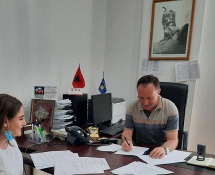Save the Children nënshkruan marrëveshje partneriteti me tetë komuna për të vazhduar mbështetjën e edukimit gjatë fëmijërisë së hershme për fëmijët 0-6 vjeç në Kosovë.